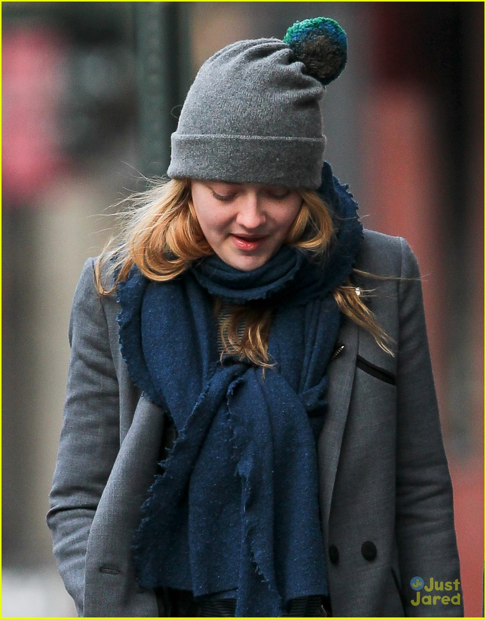 dakota fanning nyc hat 04