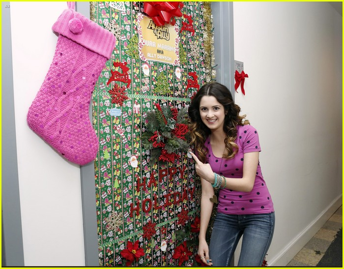 disney channel door decorating 04