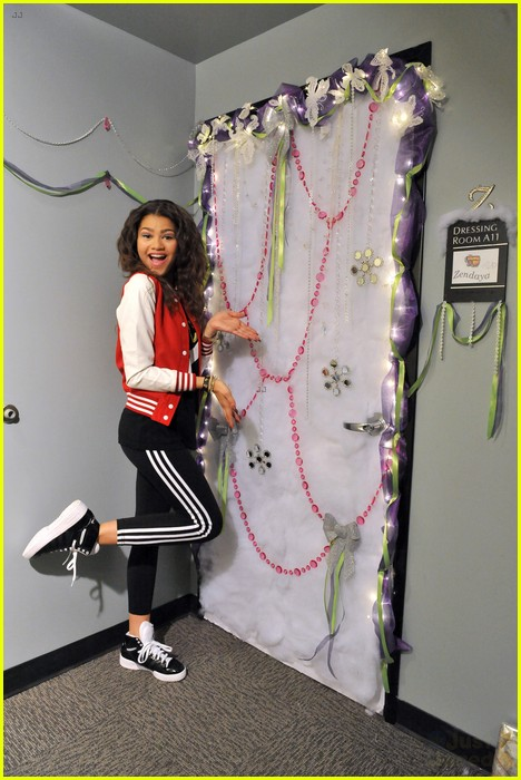 disney channel door decorating 17