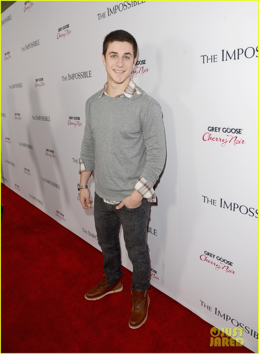 david henrie the impossible premiere 04