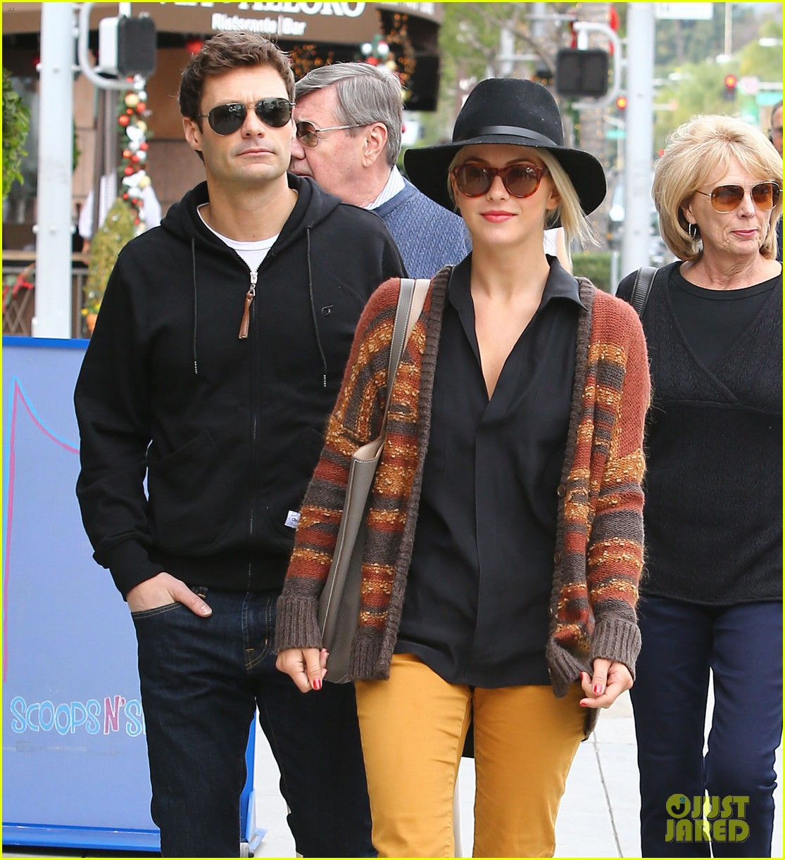julianne hough ryan seacrest parents 24
