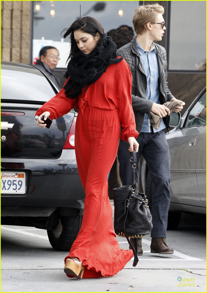 vanessa hudgens & austin butler church going couple 19