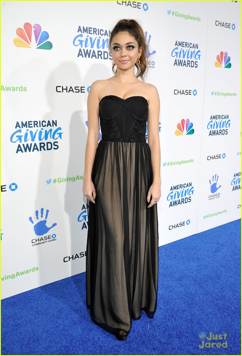 sarah hyland giving awards 11