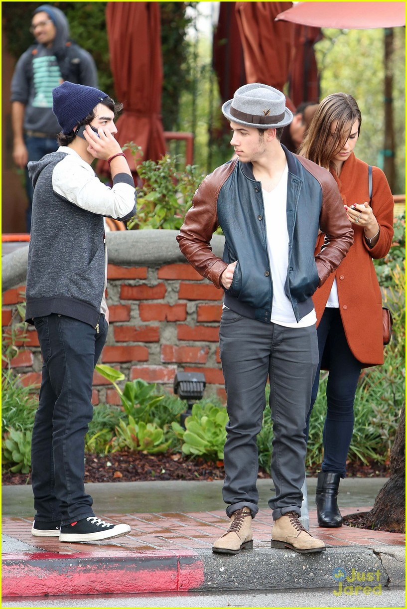 joe jonas blanda brothers lunch 02