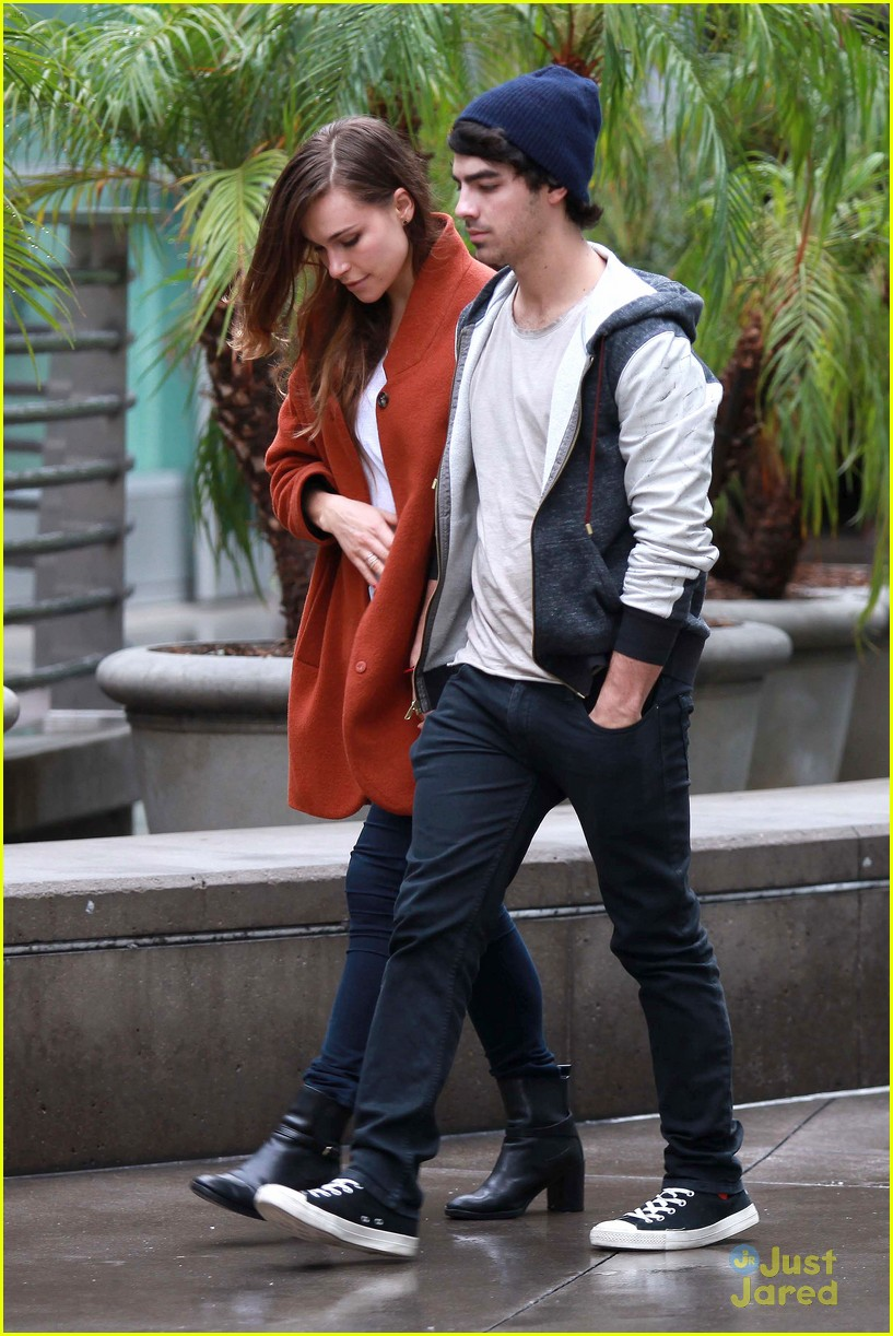joe jonas blanda brothers lunch 04