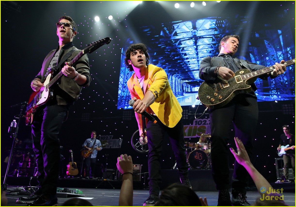 jonas brothers jingle ball 12