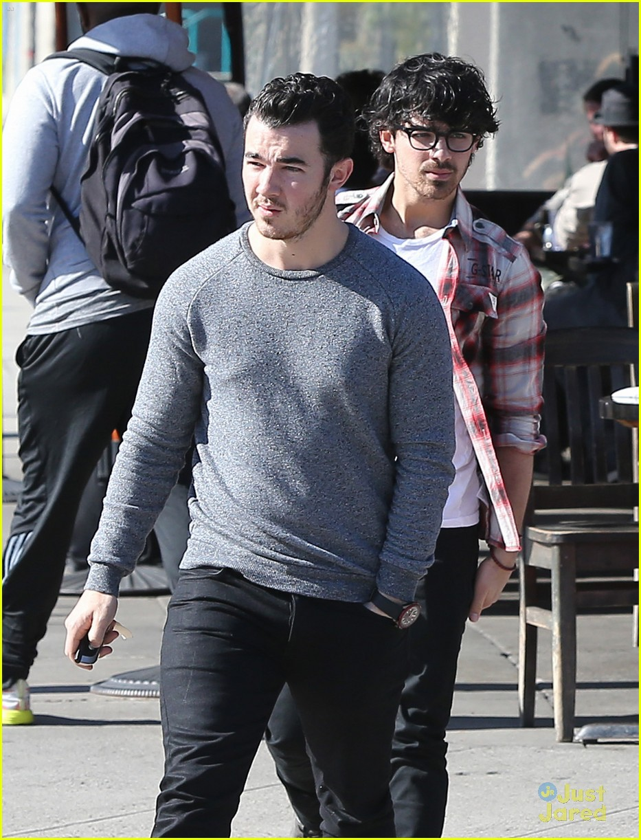 jonas brothers kings road lunch 01