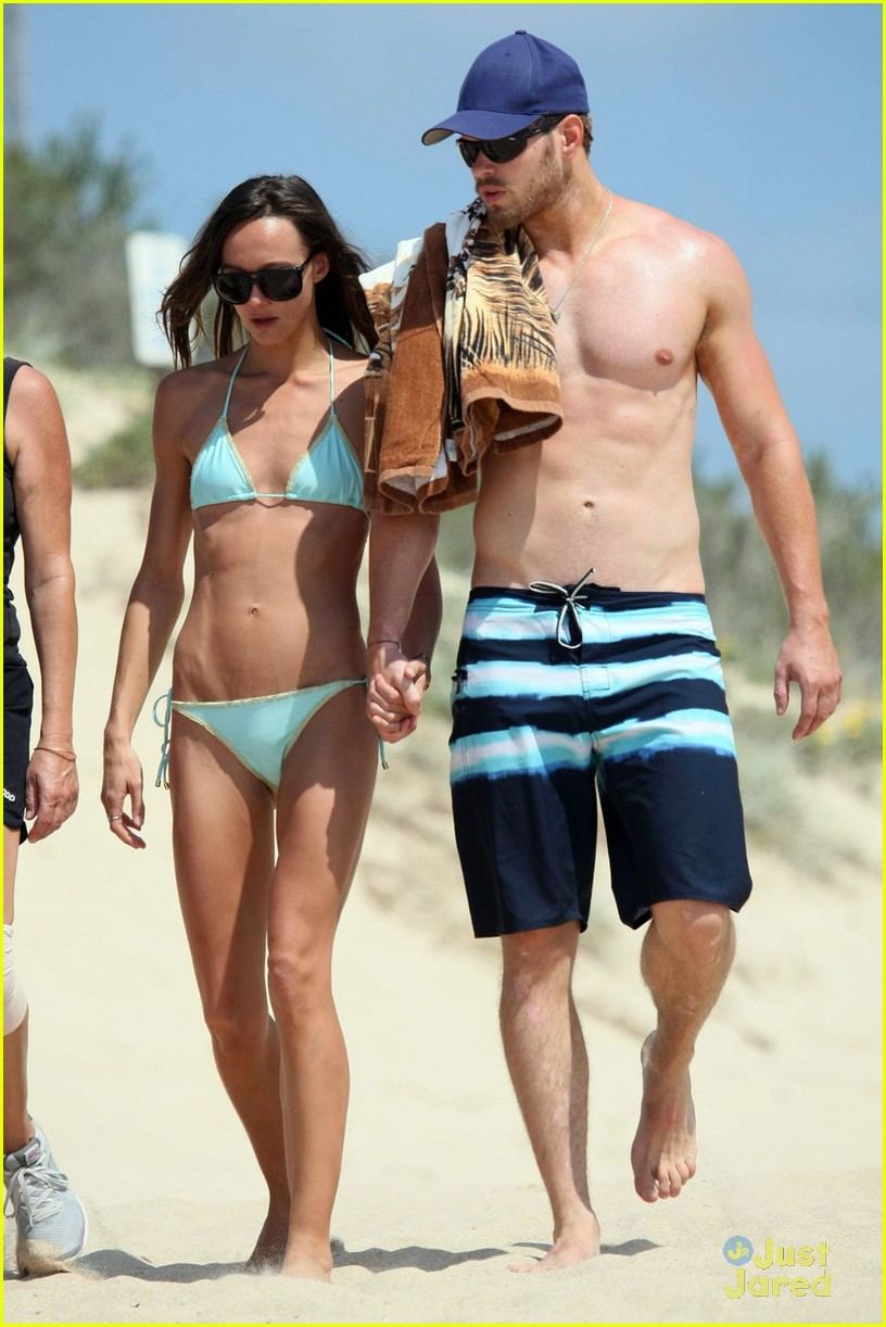 kellan lutz shirtless beach day with sharni vinson 08