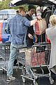 liam hemsworth shopping chris 04