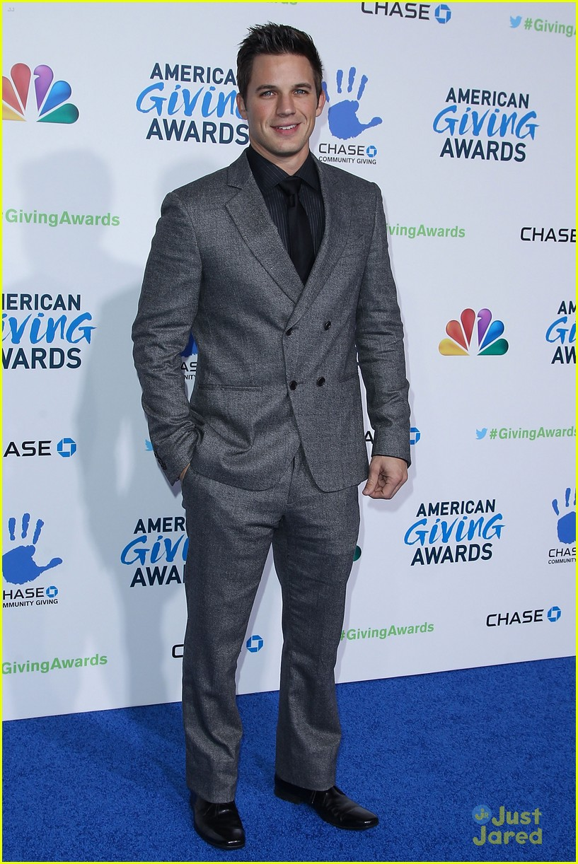 matt lanter giving awards 09