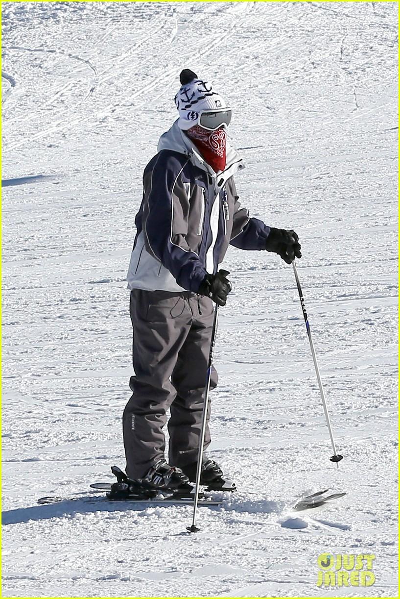 jesse mccartney hits the slopes 02