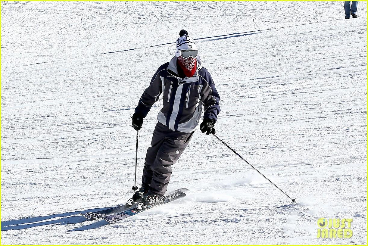 jesse mccartney hits the slopes 06