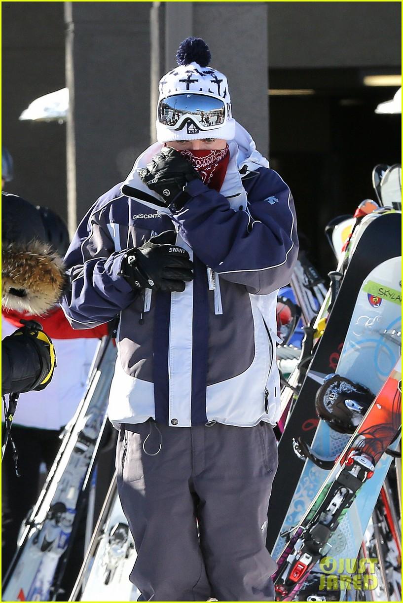 jesse mccartney hits the slopes 14