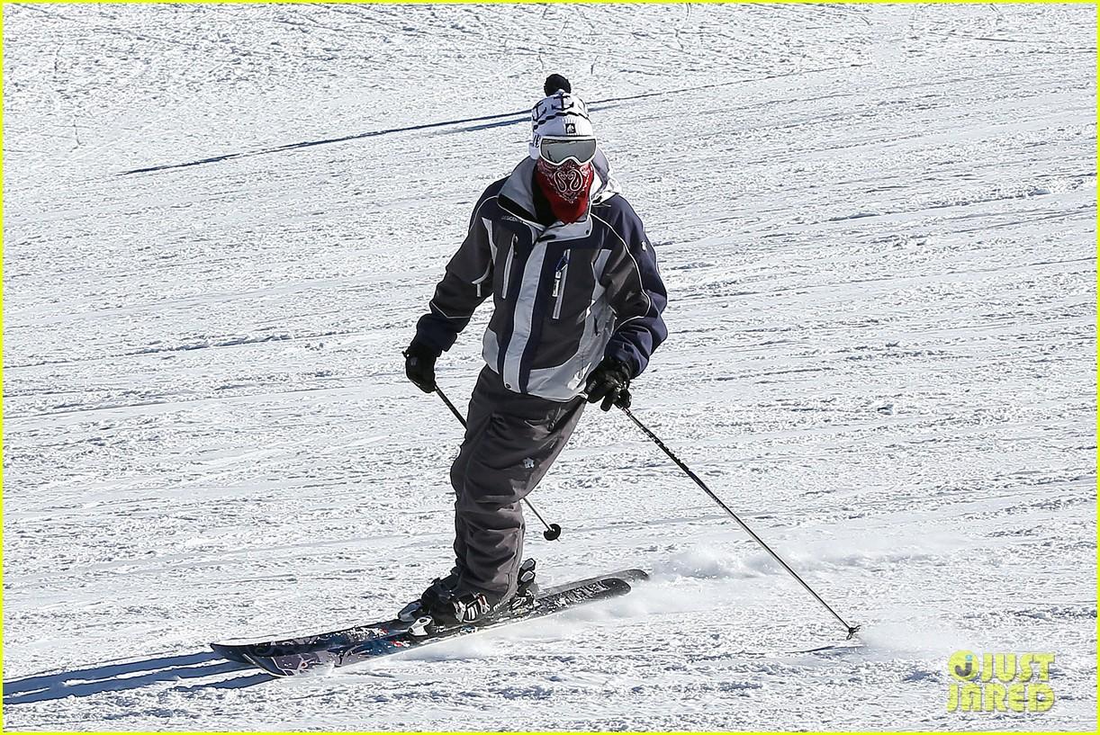 jesse mccartney hits the slopes 17