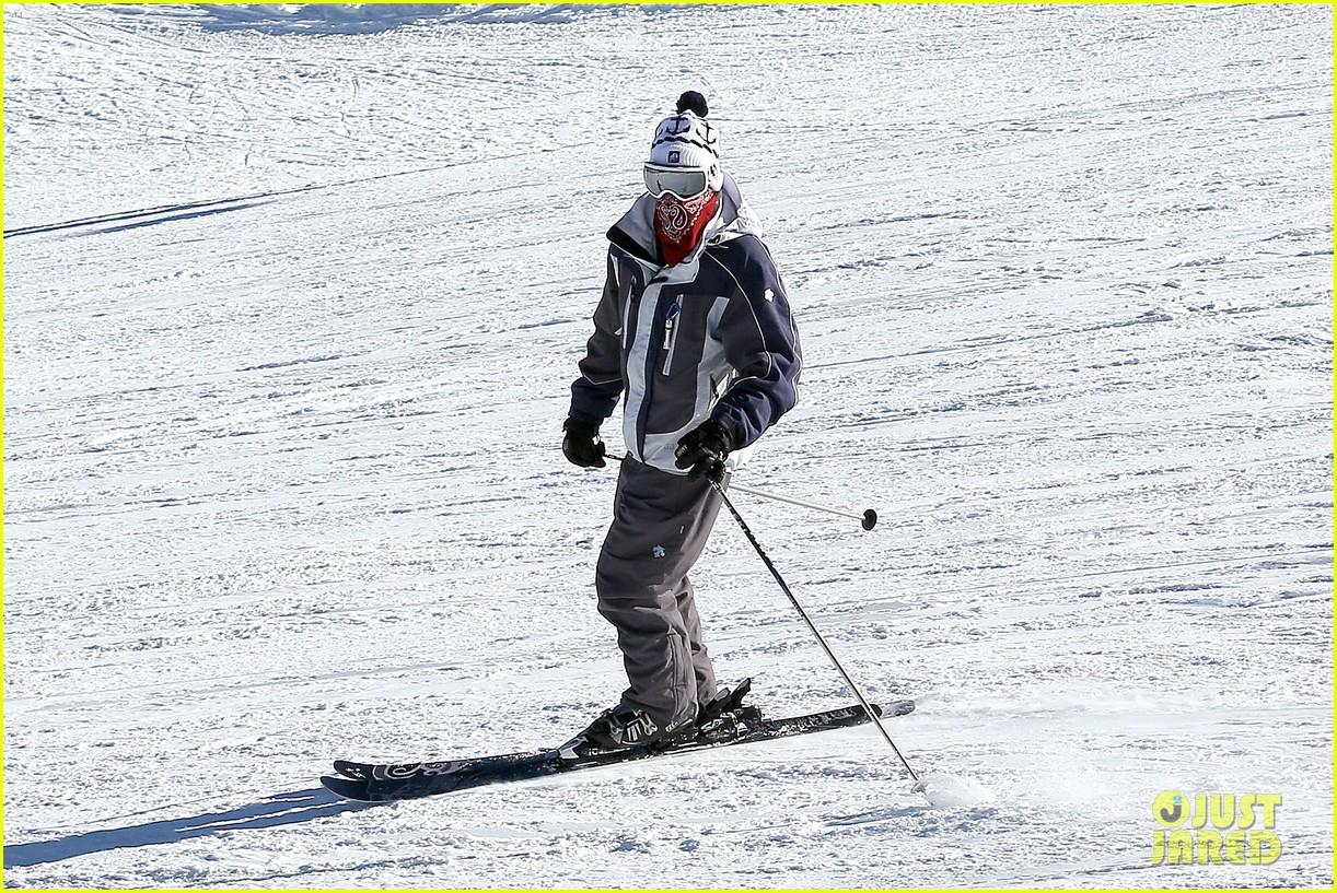 jesse mccartney hits the slopes 27