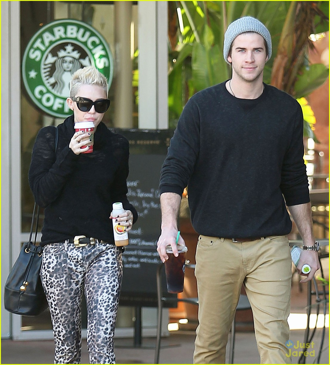 miley cyrus liam hemsworth holding hands at starbucks 10
