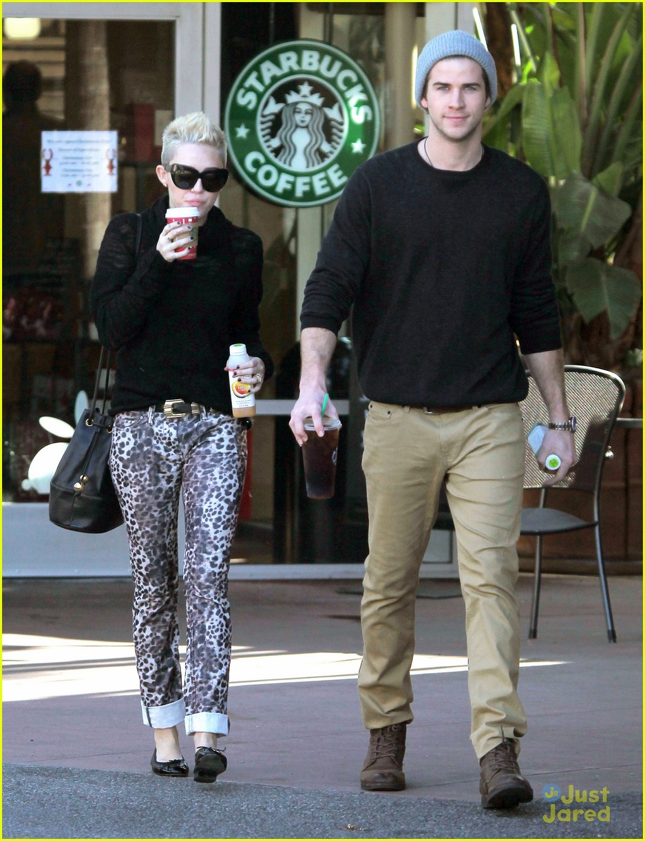 miley cyrus liam hemsworth holding hands at starbucks 15