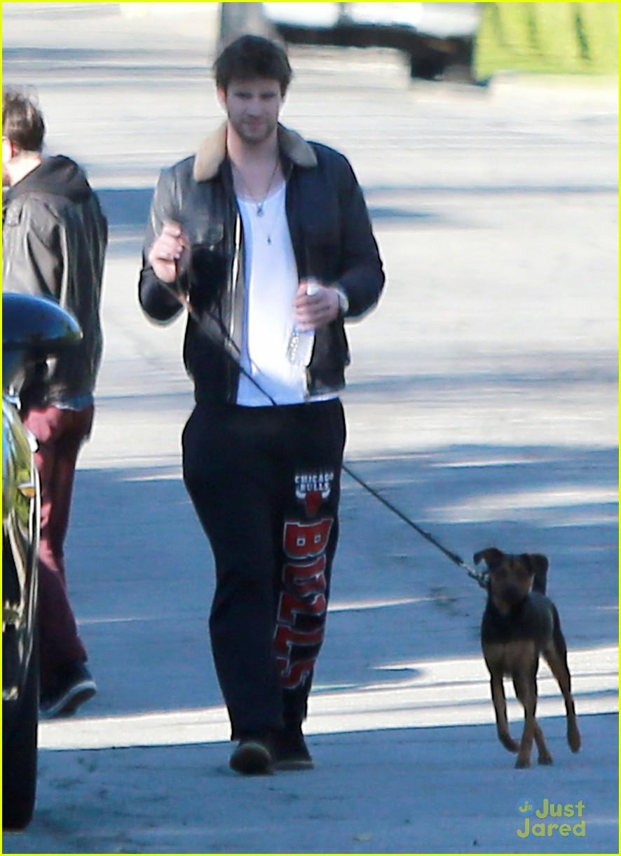 miley cyrus liam hemsworth post christmas family gathering 16