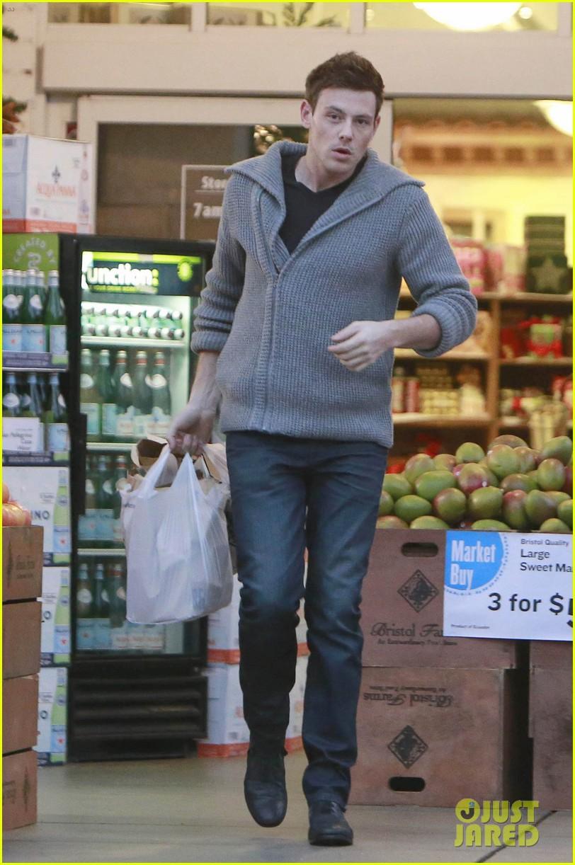 cory monteith bristol farms shopper 01