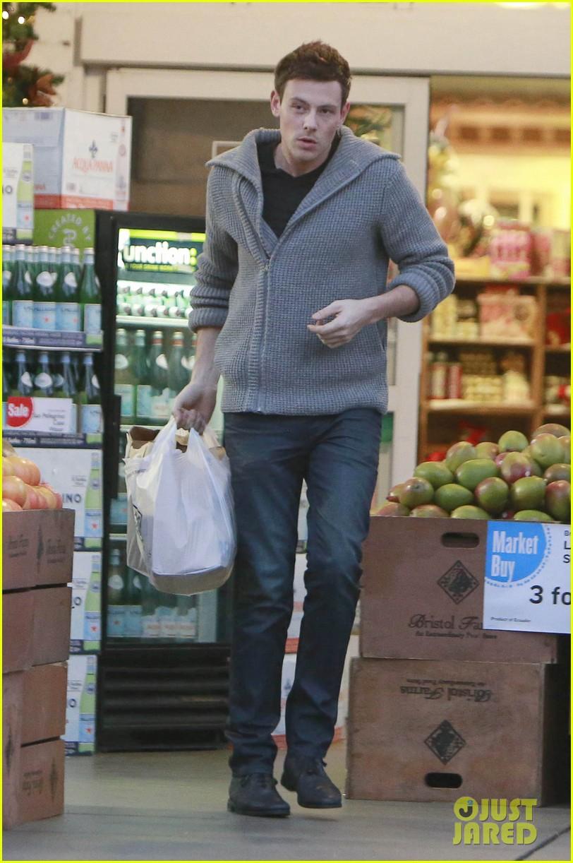 cory monteith bristol farms shopper 03