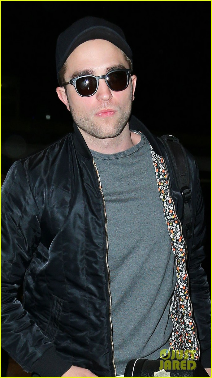 robert pattinson guitar arrival at jfk airport 04