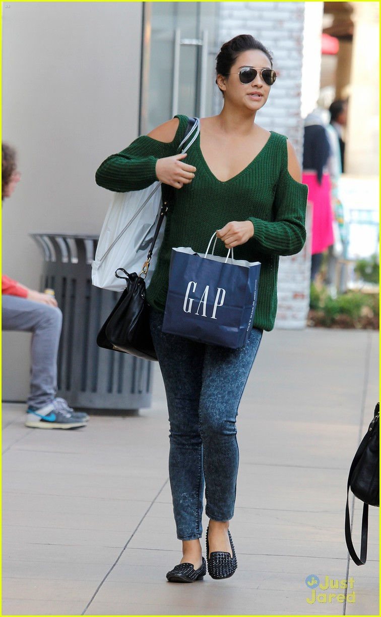 a11ee23cfc9d Shay Mitchell: Gap Girl | Photo 515817 - Photo Gallery | Just Jared Jr.