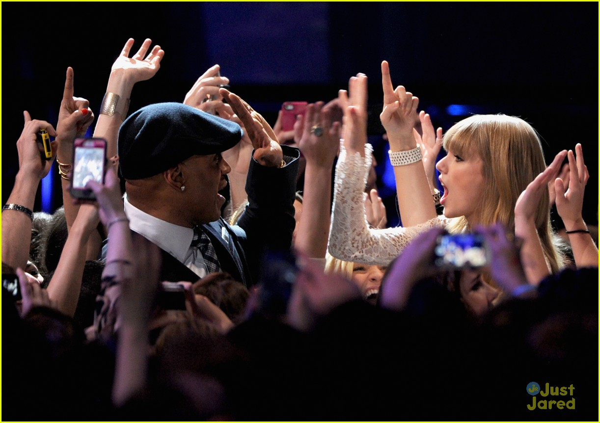 taylor swift grammy noms concert 15
