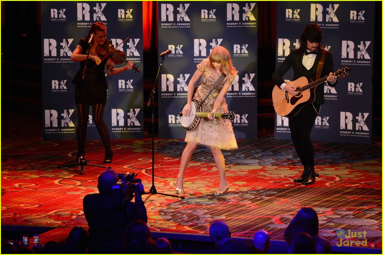 taylor swift ripple hope awards 06