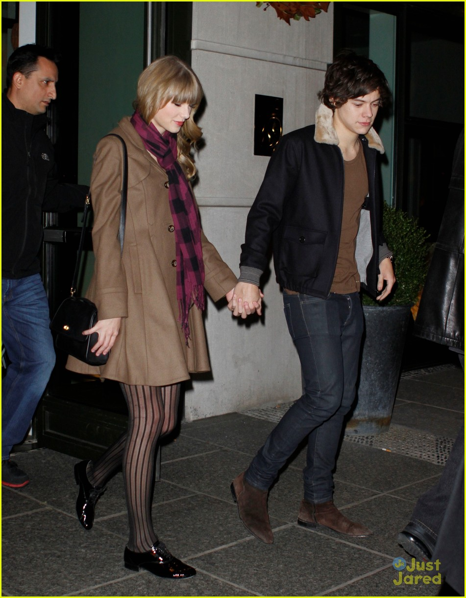 harry styles taylor swift hands party 08
