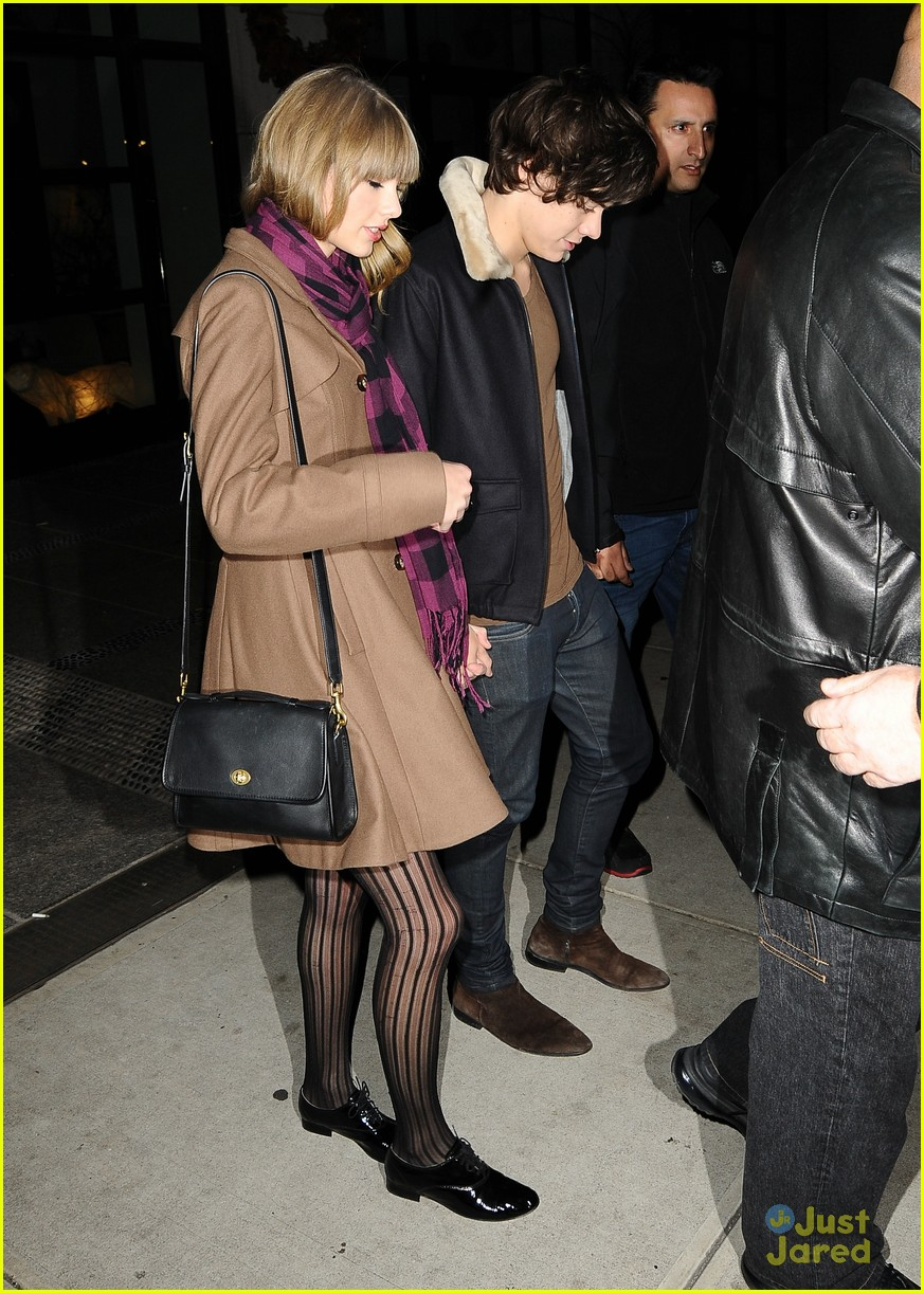 harry styles taylor swift hands party 09