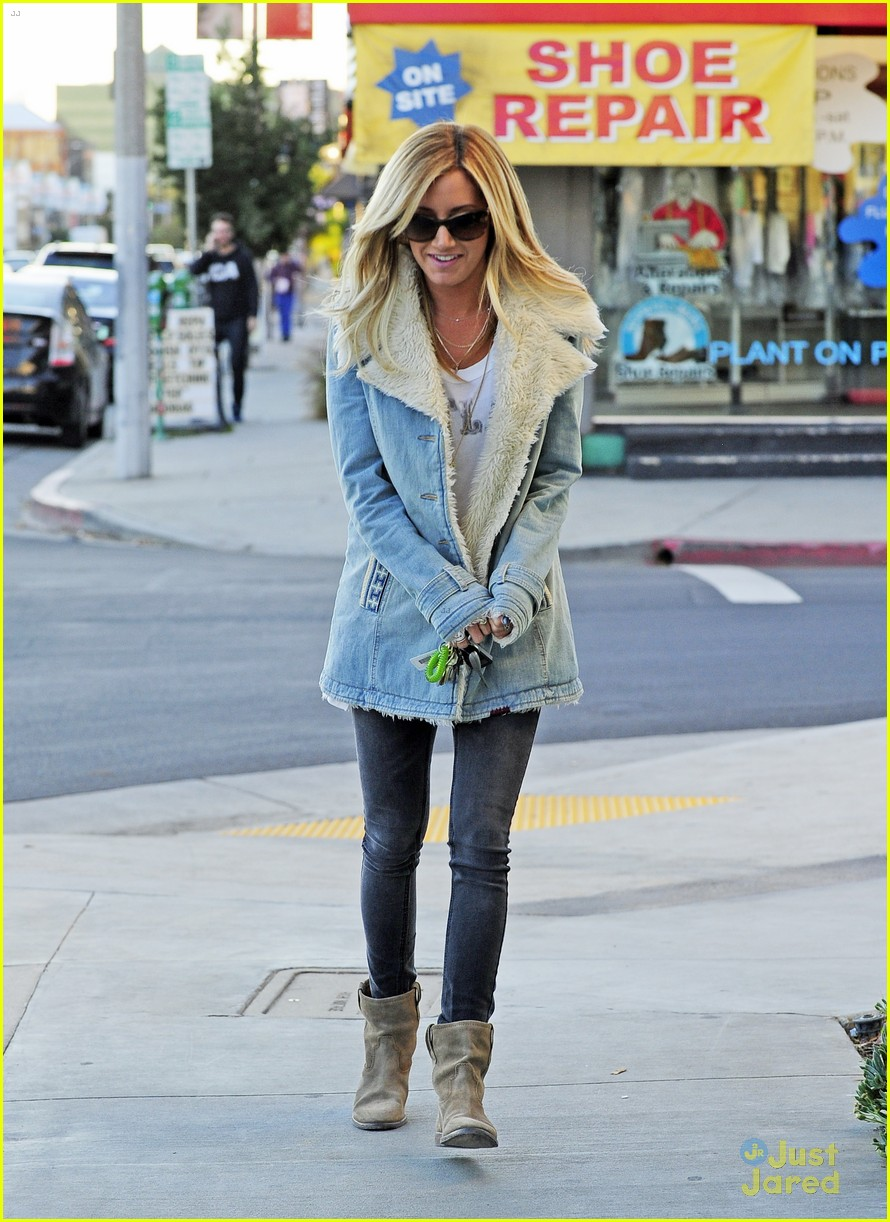 ashley tisdale burton snowboard 03