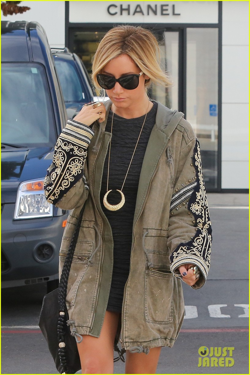 ashley tisdale christmas shopping chanel 04