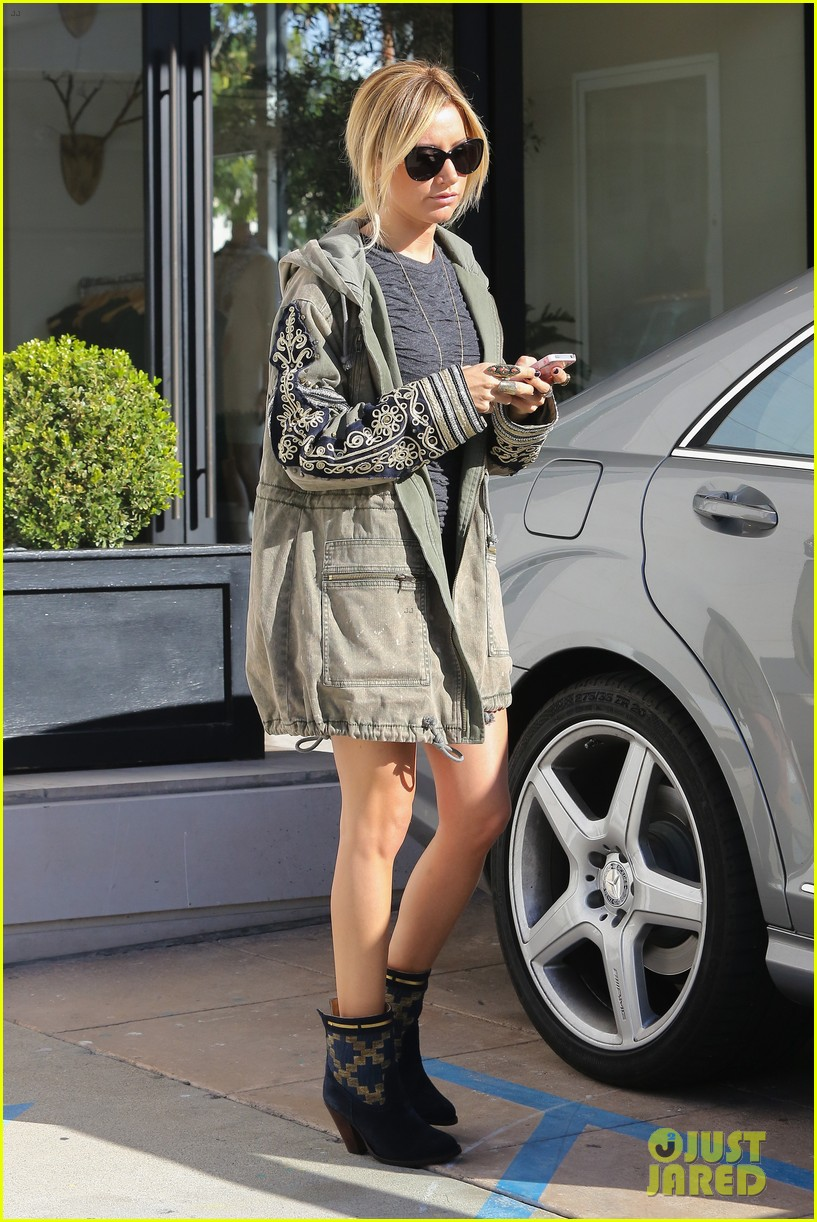ashley tisdale christmas shopping chanel 05