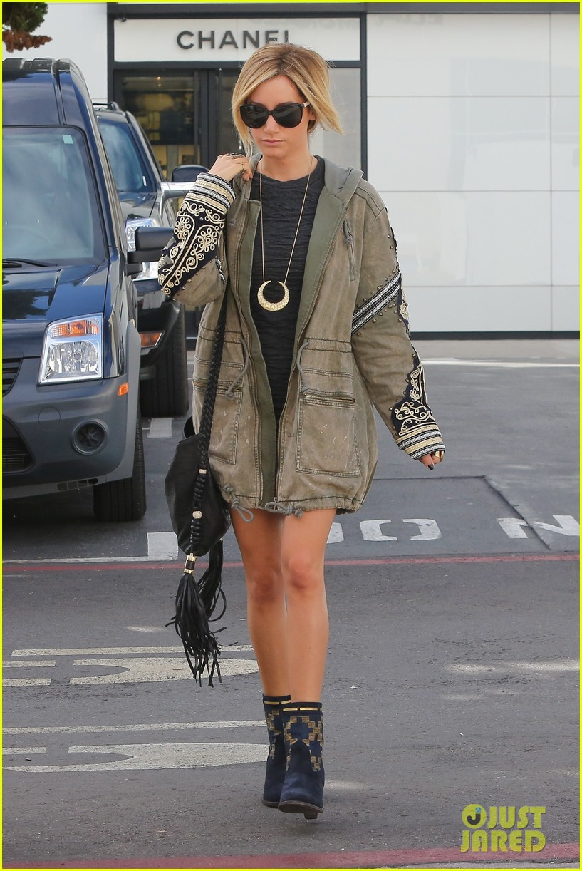 ashley tisdale christmas shopping chanel 12