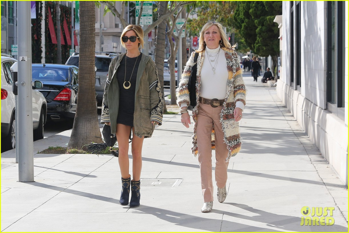 ashley tisdale christmas shopping chanel 17