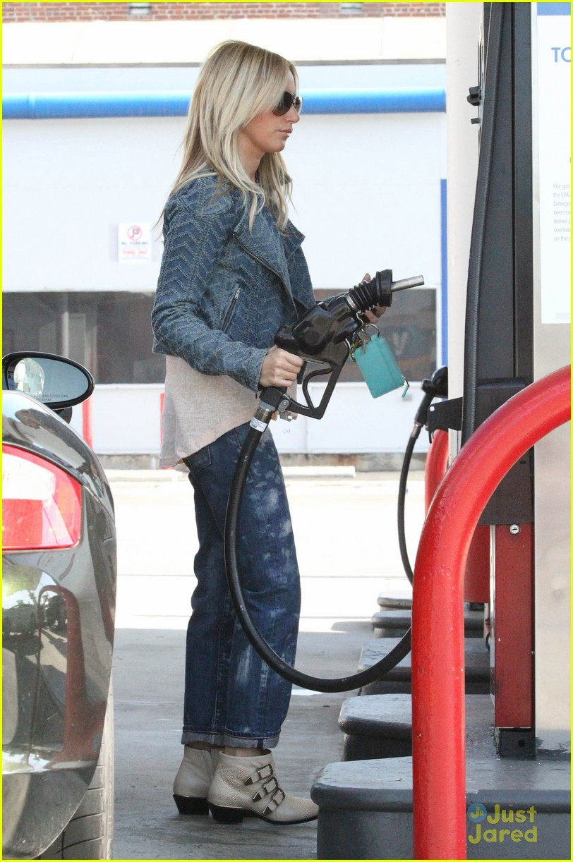 ashley tisdale gas station stop 10