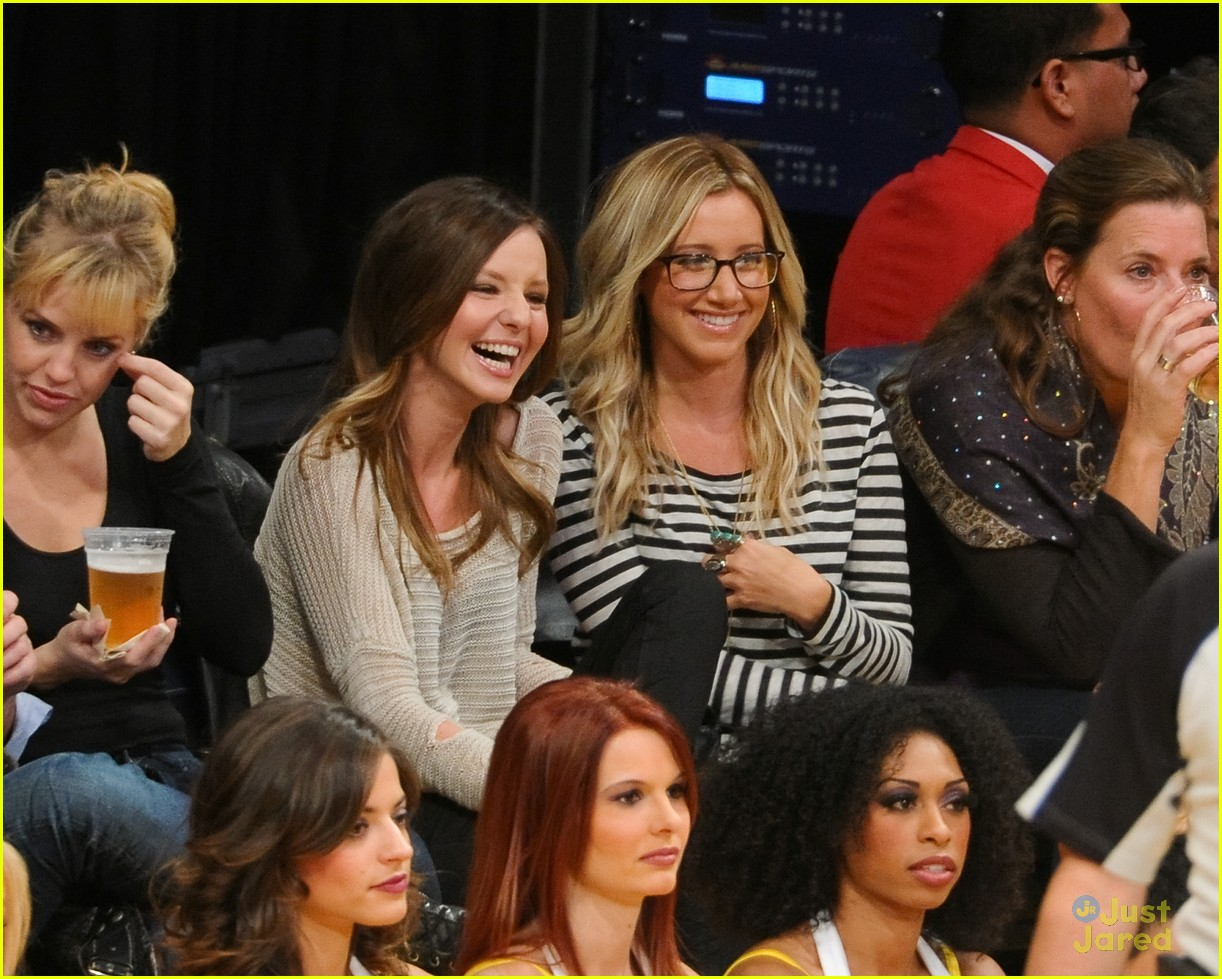 ashley tisdale lakers game 02