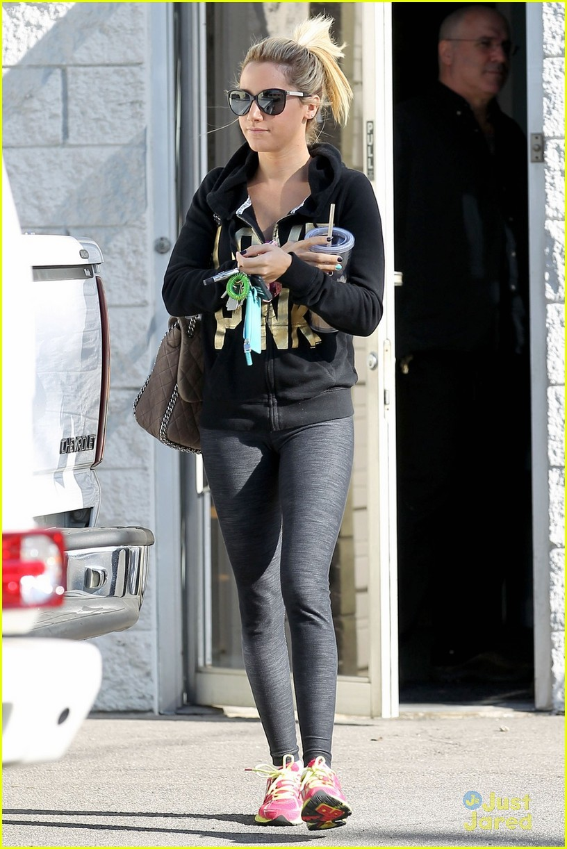ashley tisdale lunch equinox 01