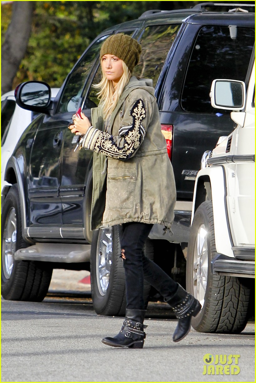 ashley tisdale urth caffe cute 12