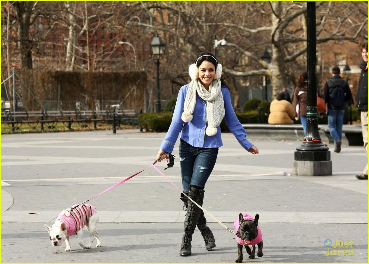 vanessa hudgens dog walking 02