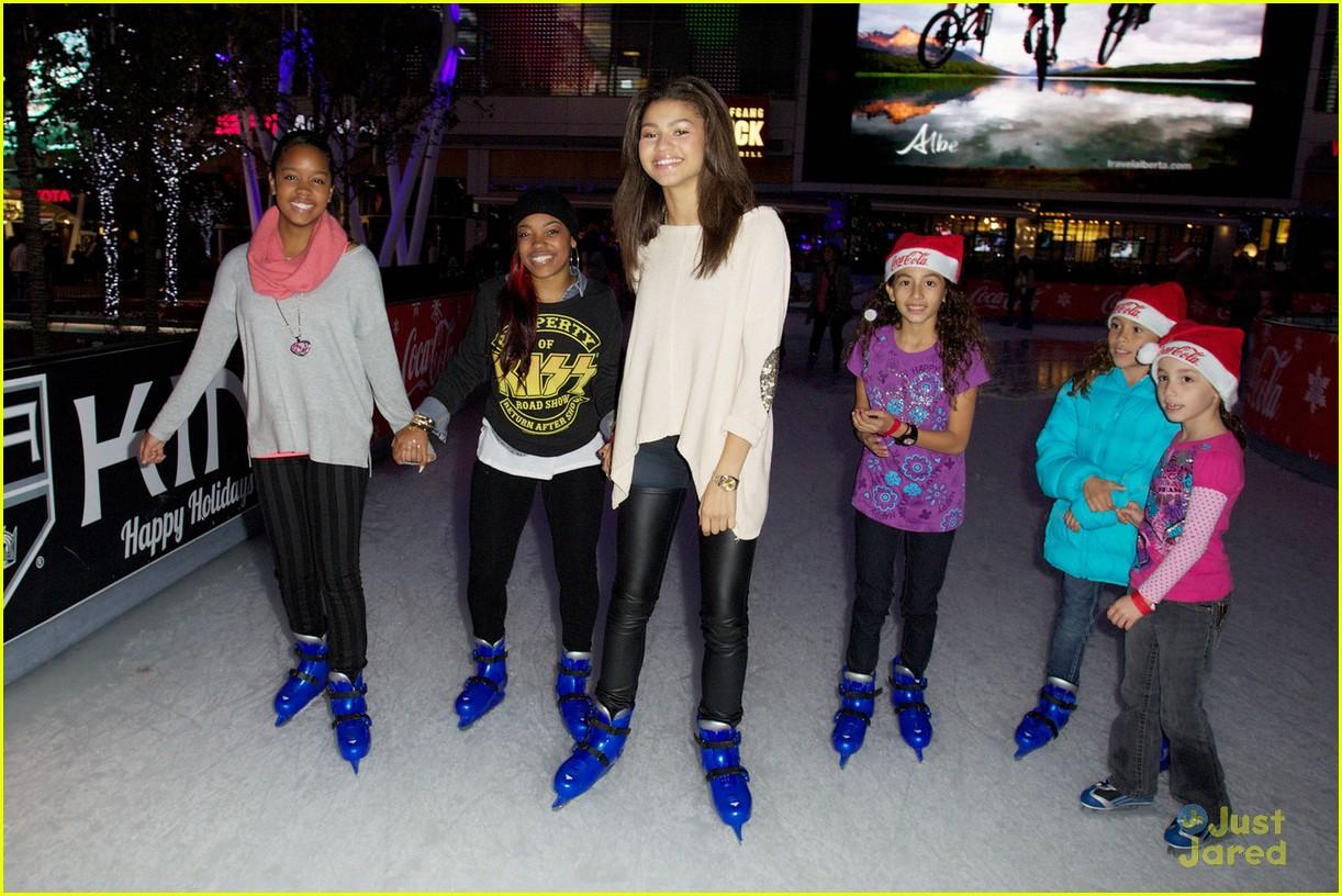 zendaya trevor jackson ice skating 02