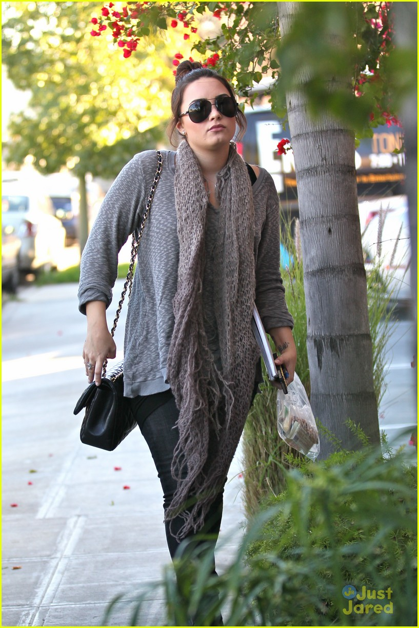 demi lovato studio saturdays 05