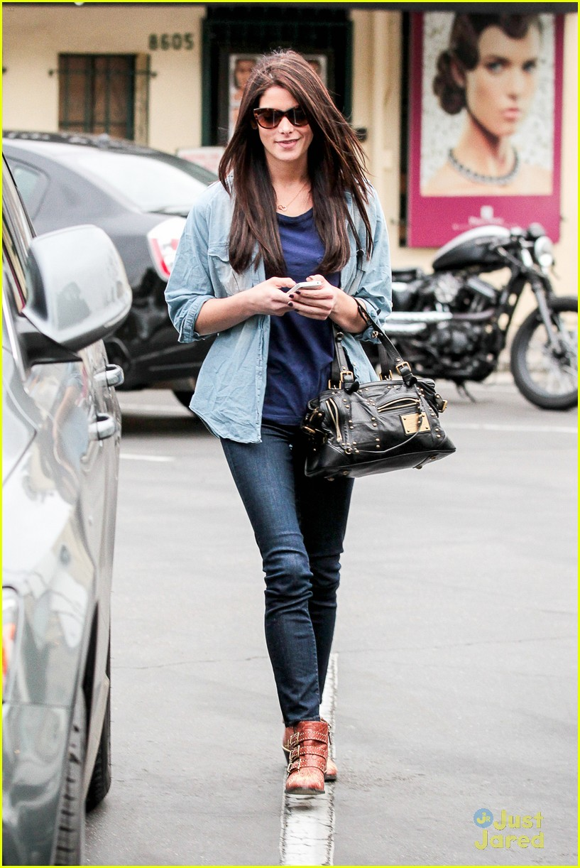 ashley greene lunch cafe med 01