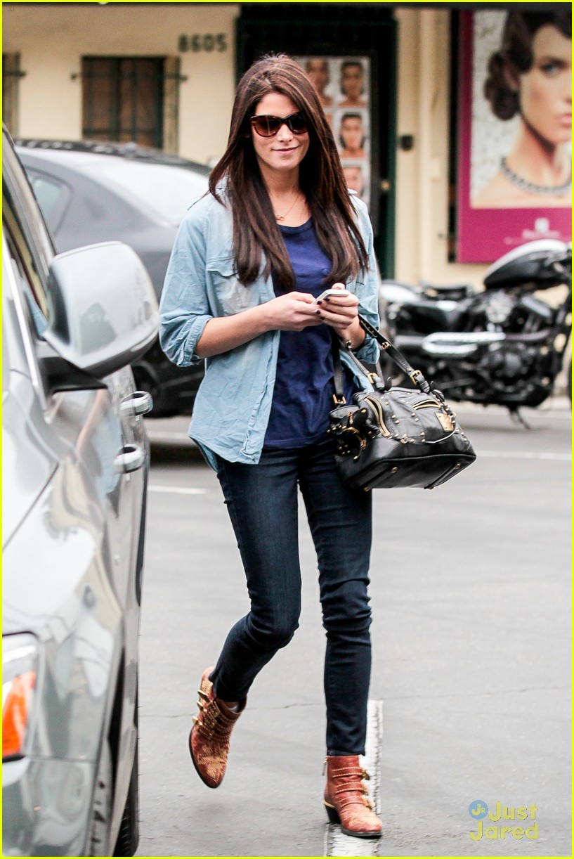 ashley greene lunch cafe med 05