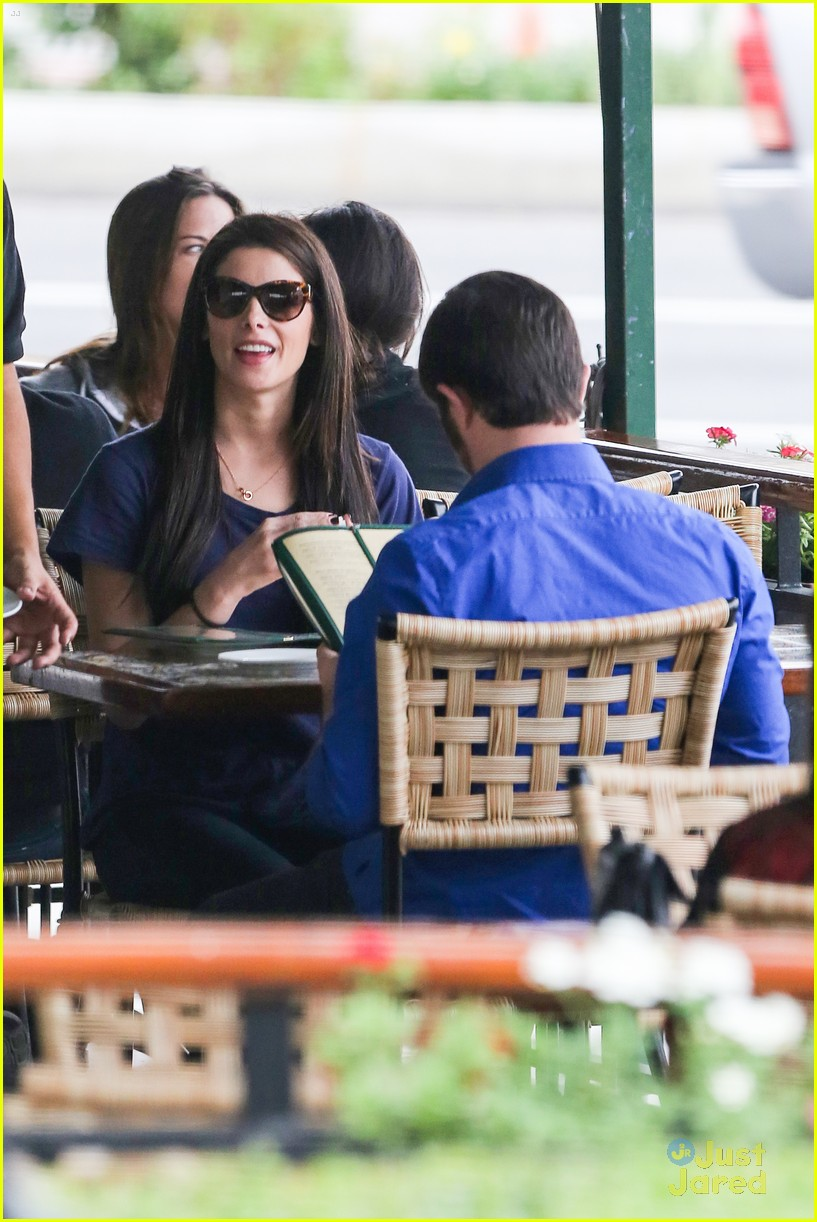 ashley greene lunch cafe med 07