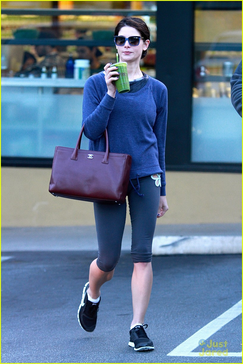 ashley greene smoothie pickup 07