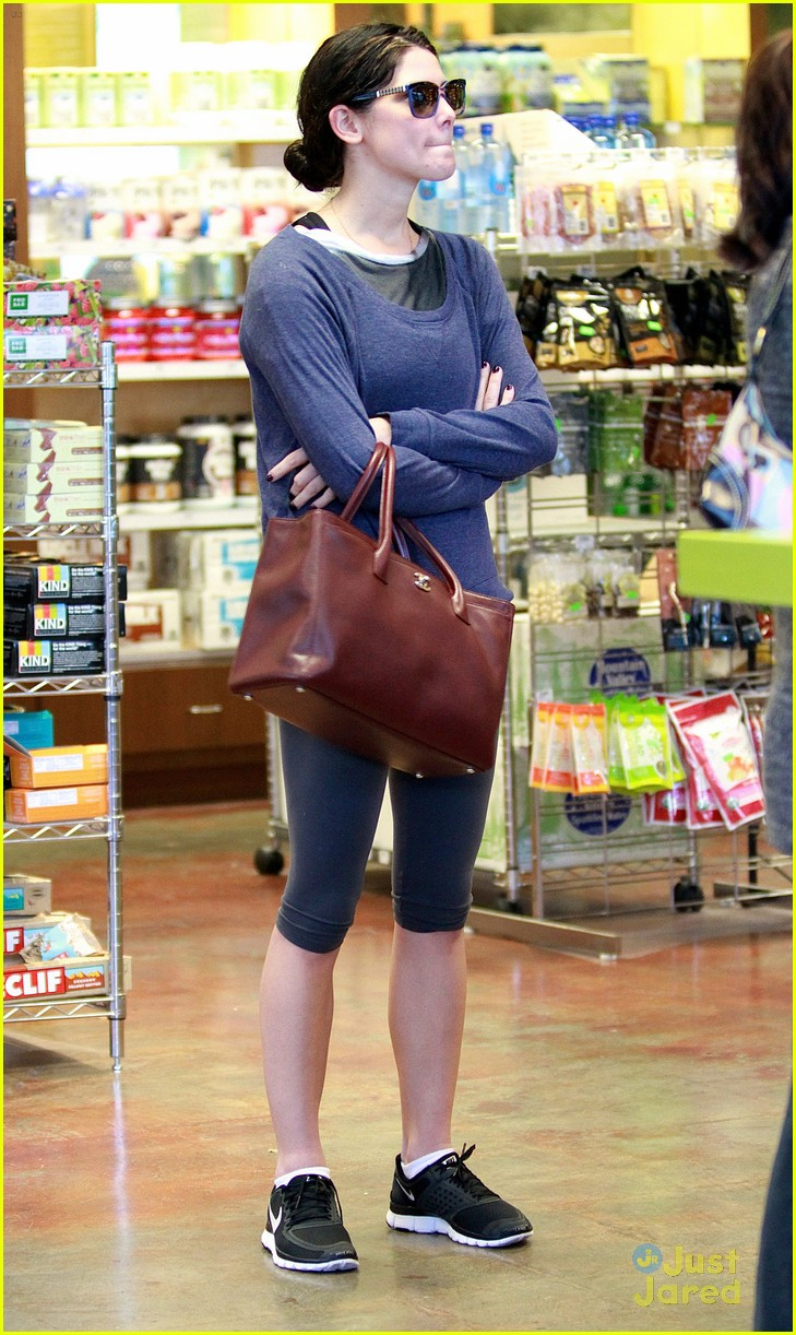 ashley greene smoothie pickup 17