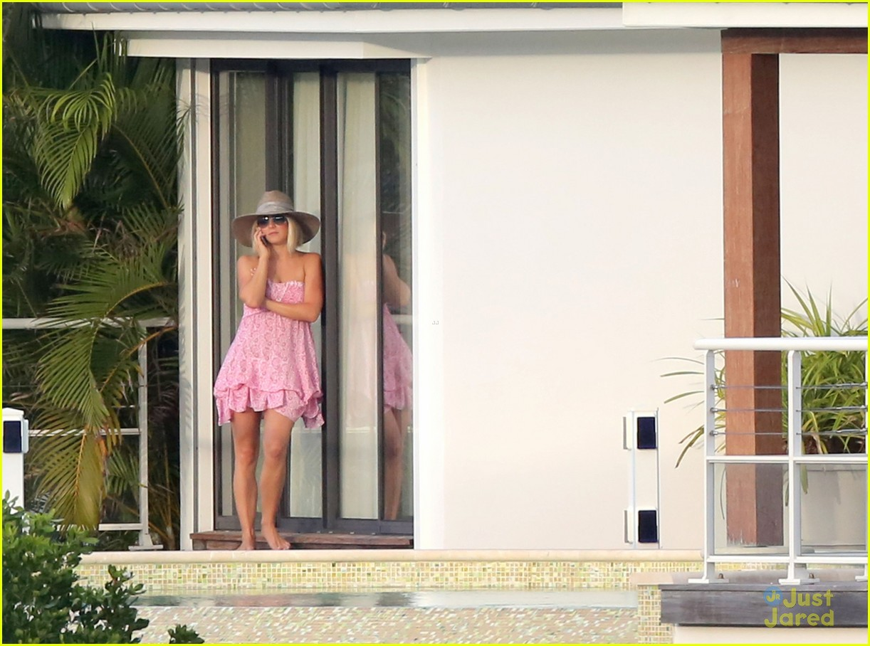 julianne hough pink dress barths 12