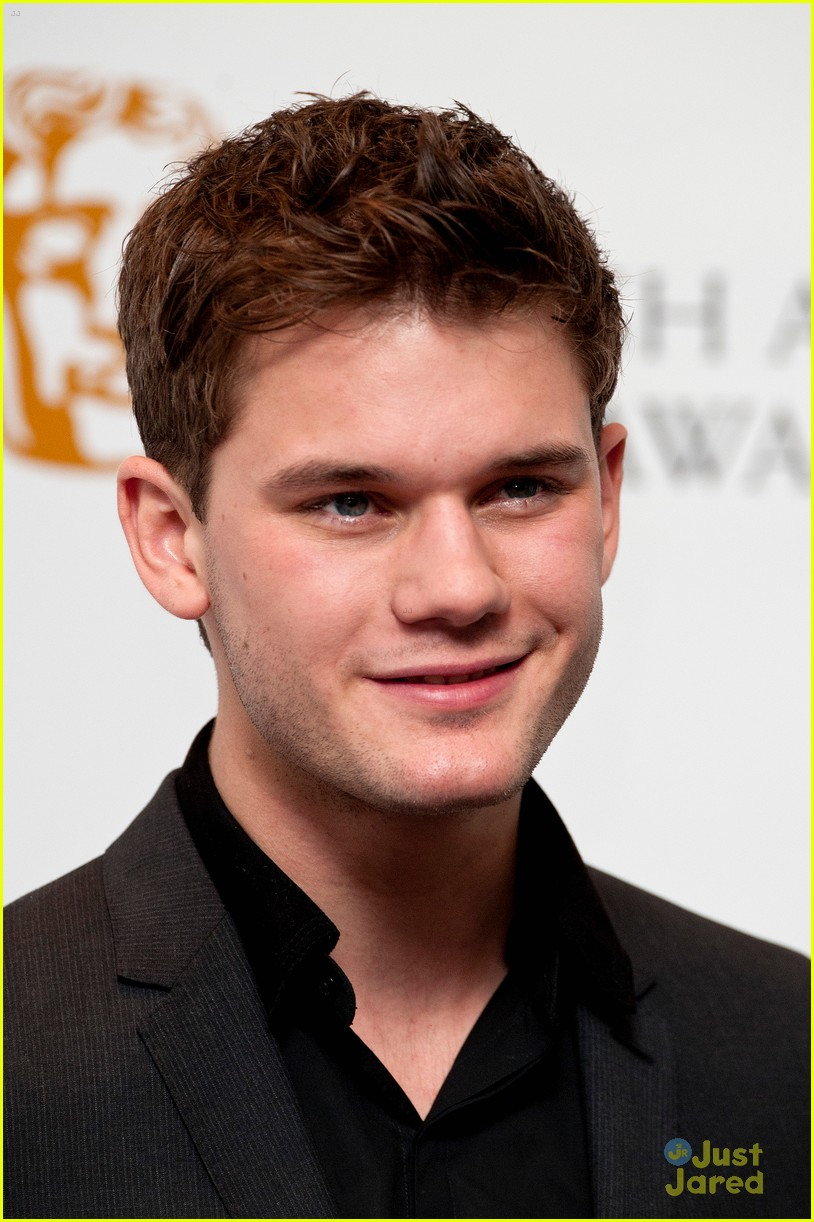 jeremy irvine bafta nominations 04