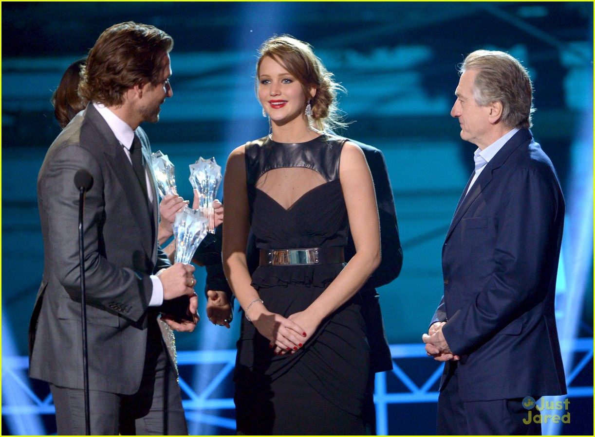 jennifer lawrence critics choice winner 14